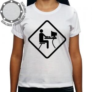 Camiseta Computador em Uso